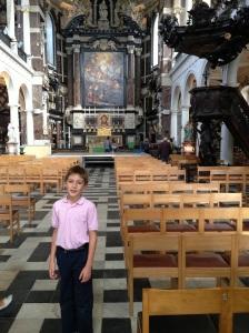 Inside Antepen Kathedraal.