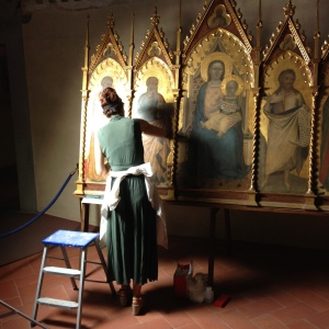 In the Refectory, off of the Ubriachi Chapel we found this restorer working on an Altar piece by Bernardo Daddi who was famous for these pieces of religious art.