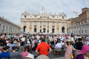 Wednesday, June 25th, at 8:30am in St. Peter's Square.  The crowds began to form at 7:00am.  We are in the middle near a barricade for good photos of the Pope when he comes by in his Popemobile.