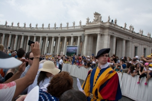 The excitement builds along the barricades waiting for the Pope to come by.